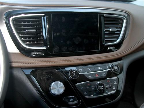 Chrysler Pacifica 2021 центральная консоль