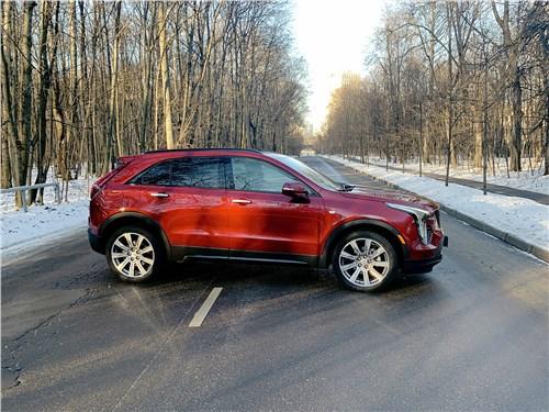Cadillac XT4 2019 вид сбоку