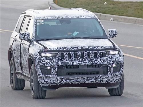 Новый Jeep Grand Cherokee заметили на тестах