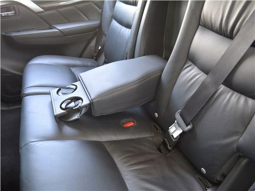 Mitsubishi Pajero Sport (2020) задний диван