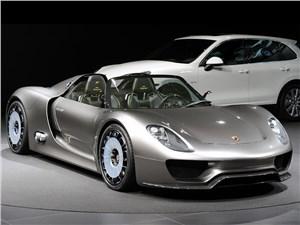 Porsche представил серийную версию 918 Spyder со сверхмощным гибридным двигателем