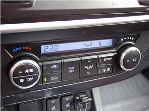 Toyota Auris 2013 управление климатом