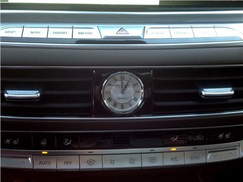 Kia K900 2019 часы