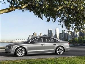 Всепогодный высший класс (Audi A8, Bentley Continental Flying Spur, Mercedes S-klasse, Volkswagen Phaeton) A8 - Audi A8 2014 вид сбоку