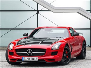 Новый Mercedes-Benz SLS AMG - Mercedes-Benz SLS AMG GT Final Edition Coupe 2014 вид спереди