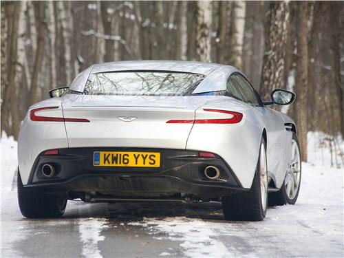 Aston Martin DB11 2017 вид сзади