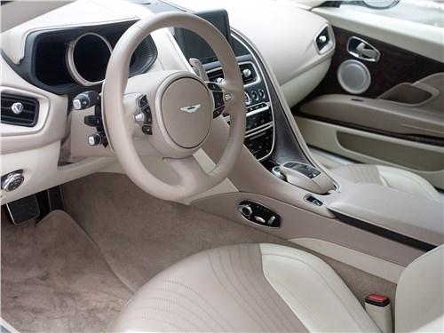 Aston Martin DB11 2017 салон