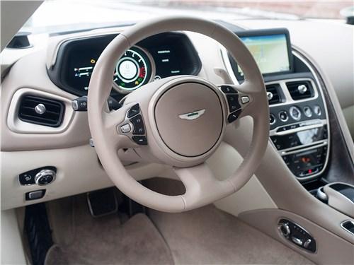 Aston Martin DB11 2017 руль