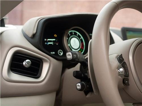 Aston Martin DB11 2017 подрулевые переключатели