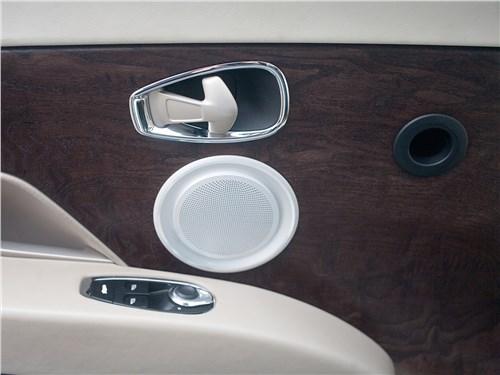 Aston Martin DB11 2017 отделка двери
