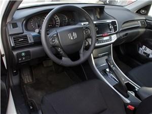 Предпросмотр honda accord 2013 водительское место