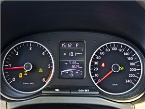 Volkswagen Amarok 2010 приборная панель