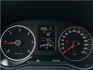 Volkswagen Amarok Double Cab 2011 приборная панель