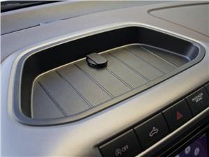 Volkswagen Amarok 2010 площадка для мелких вещей
