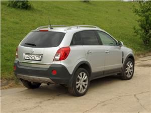 Opel Antara 2012 вид сзади