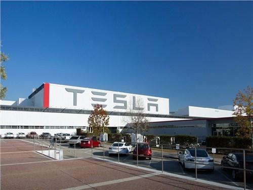 Tesla оштрафовали за… загрязнение окружающей среды