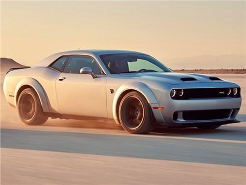 Новость про Dodge - Обновленный Dodge Challenger SRT Hellcat опустошает бак за 11 минут