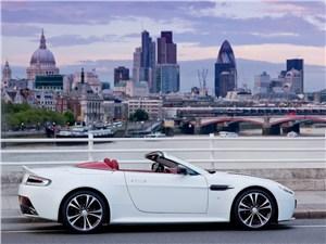 Aston Martin Vantage Roadster 2013 вид сбоку
