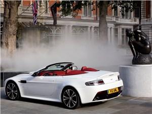 Aston Martin Vantage Roadster 2013 вид сзади