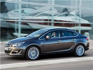 Opel Astra sedan 2013 вид сбоку