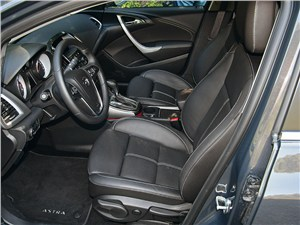 Opel Astra 2013 передние кресла