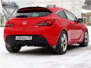 Opel Astra GTC 2012 вид сзади