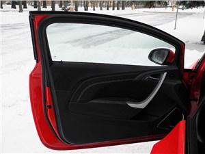 Opel Astra GTC 2012 передняя дверь