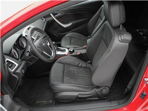 Opel Astra GTC 2012 передние седения