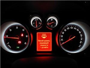 Opel Astra GTC 2012 приборная панель