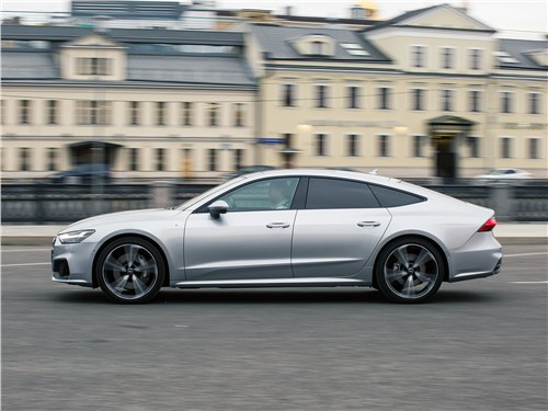 Audi A7 Sportback 2018 вид сбоку