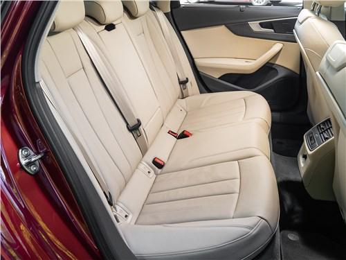 Audi A4 2016 задний диван