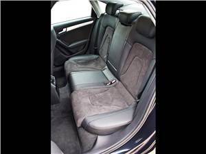 Audi A4 2012 задние сидения