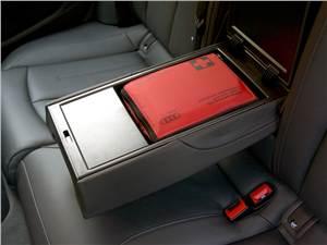 Audi A6 Hybrid 2012 аптечка