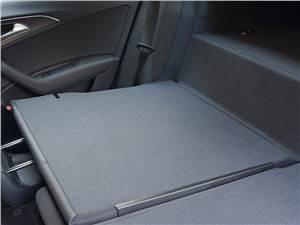 Audi A6 Hybrid 2012 спинки заднего дивана можно сложить