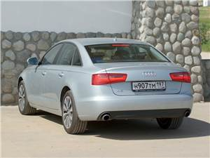 Audi A6 Hybrid 2012 вид сзади