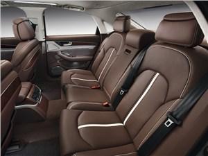 Audi A8 Hybrid 2013 задний ряд сидений