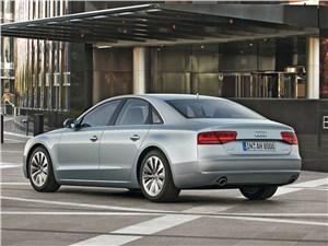 Audi A8 Hybrid 2013 вид сзади