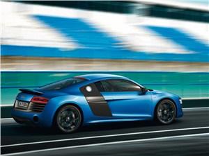 Audi R8 2013 вид сбоку