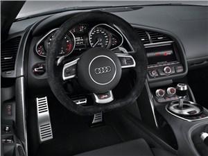 Audi R8 - Audi R8 2013 водительское место
