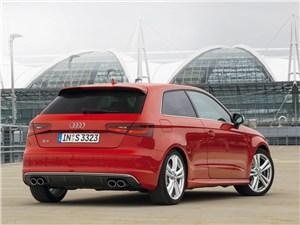 Audi S3 2013 вид сзади
