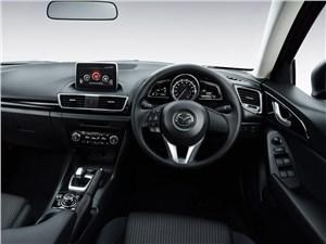 Mazda Axela 2013 водительское место
