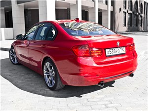 BMW 335i 2012 вид сзади