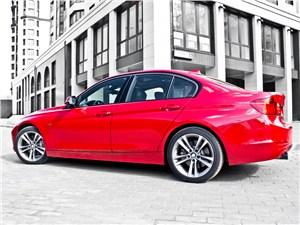 BMW 335i 2012 вид сбоку