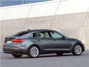 BMW 5 GT 2013 вид сбоку