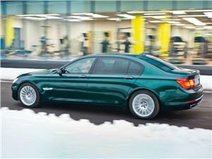 BMW 760Li 2012 вид сбоку