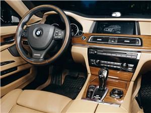 BMW 760Li 2012 водительское место