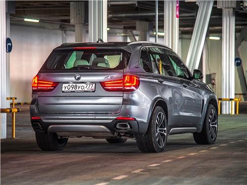BMW X5 xDrive40e 2016 вид сзади