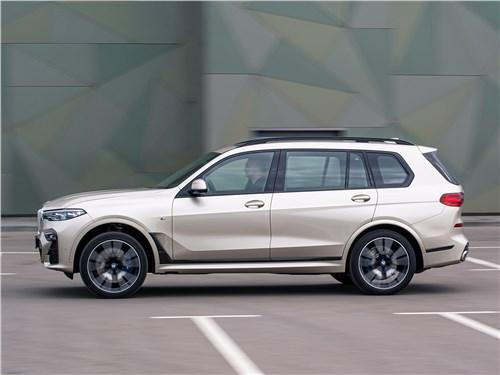 BMW X7 xDrive40i 2019 вид сбоку