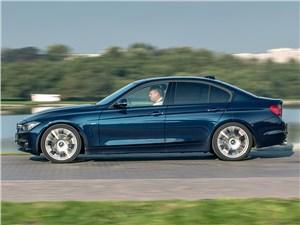 BMW 320i 2013 вид сбоку