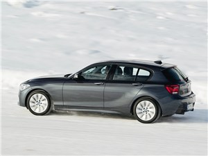 BMW 1-Series xDrive 2011 вид сбоку